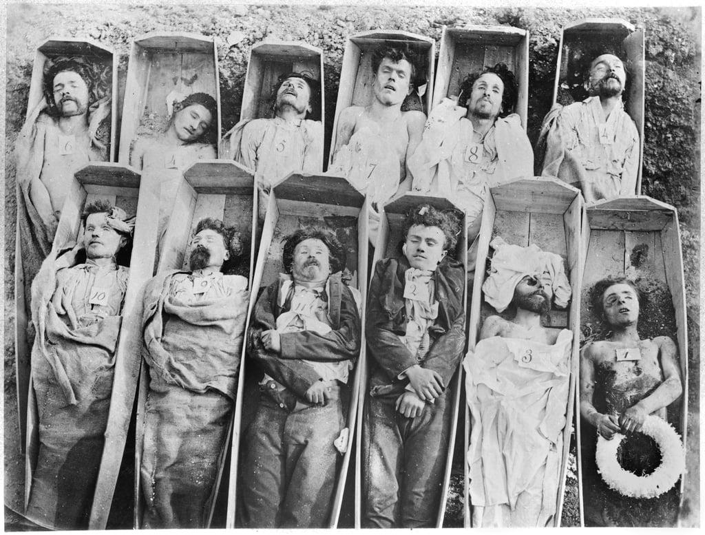 Communards dans leurs cercueils, c.1871 - Andre Adolphe Eugene Disderi