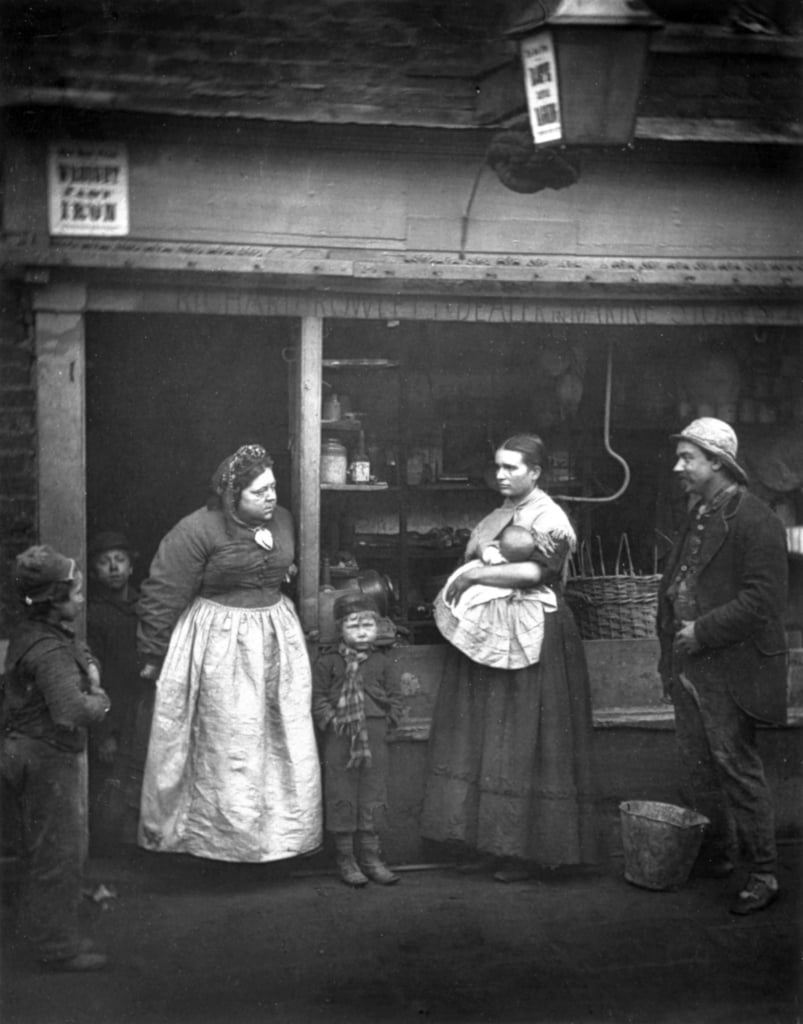 Sufferers from the Flood, de «Street Life in London», par J. Thomson et Adolphe Smith, 1877 - John Thomson
